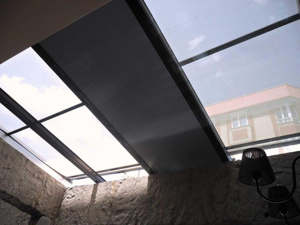 Подвижни външни сенници за стъклени покриви